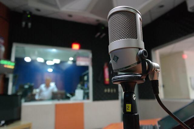 FMラジオ番組に出演します。